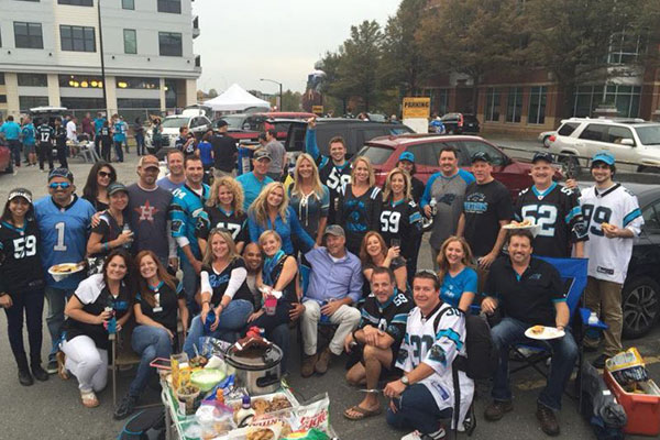 large group of tailgating people